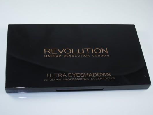Makeup-Revolution-Mermaids-Forever-Eyeshadow-Palette19
