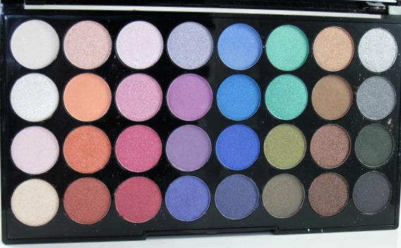 Makeup-Revolution-Mermaids-Forever-Eyeshadow-Palette5