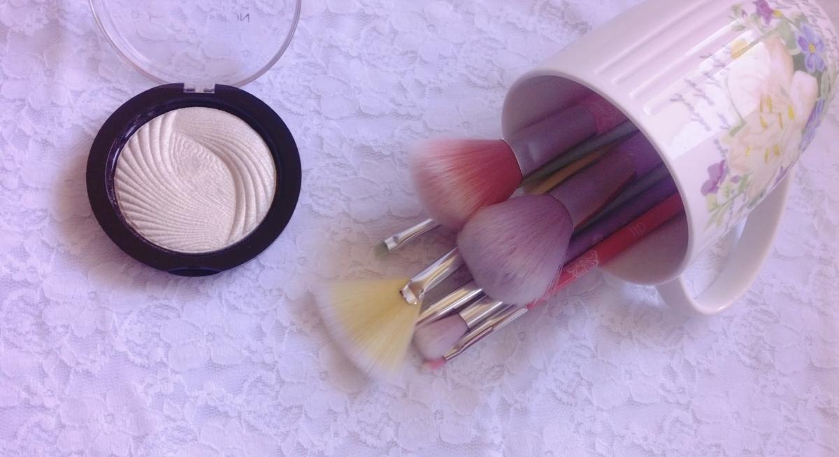 My FAVORITE Essence Makeup Brushes!